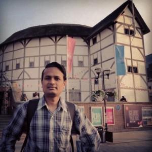Chirag Thakkar Jay Abhinn in front of the Globe Theatre of William Shakespeare ચિરાગ ઠક્કર જય અભિન્ન વિલિયમ શેક્સપિયરનો ગ્લોબ થિયેટરની બહાર 2011